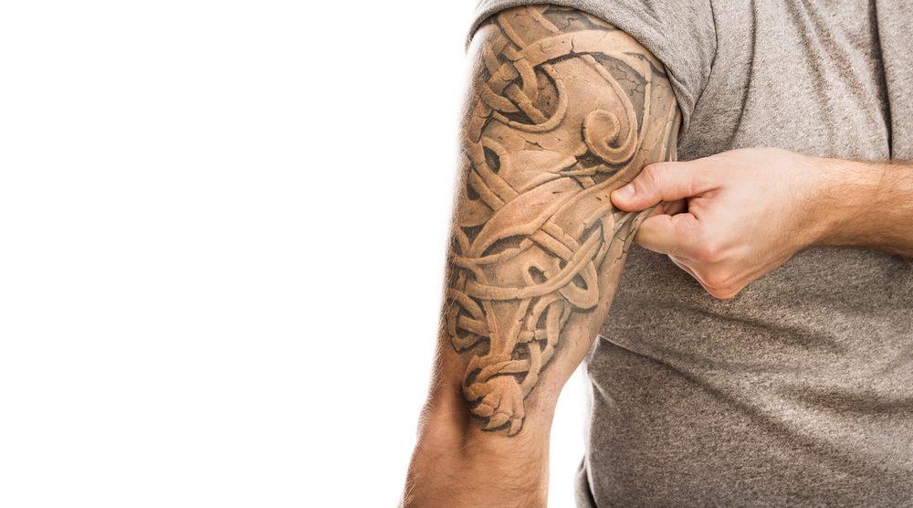 Les produits pour enlever les tatouages ne devraient pas être achetés.