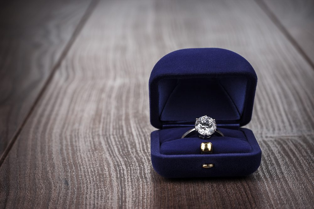 Produit Pour Nettoyer Les Bijoux Fantaisie : Comment nettoyer vos bijoux trucs maison miraculeux