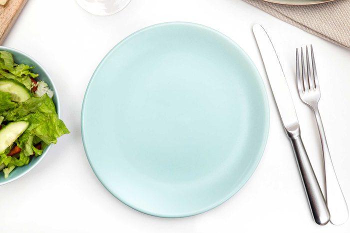 Mangez dans de plus petites assiettes pour perdre du poids.