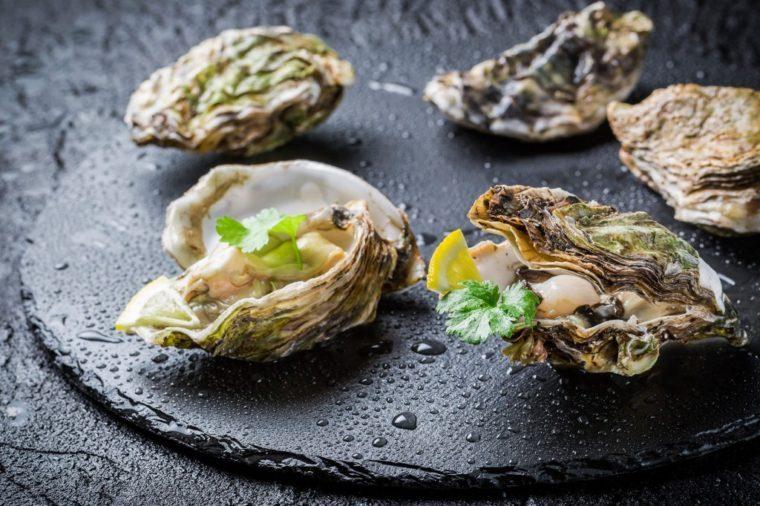 Une recette d'huîtres grillées avec de la chapelure