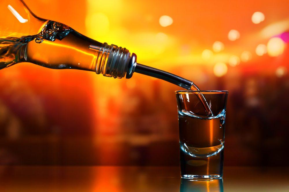 La vodka allonge la vie des fleurs coupées.