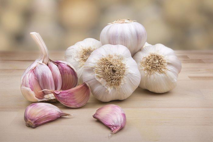 Manger de l'ail diminue les risques de cancer du côlon.
