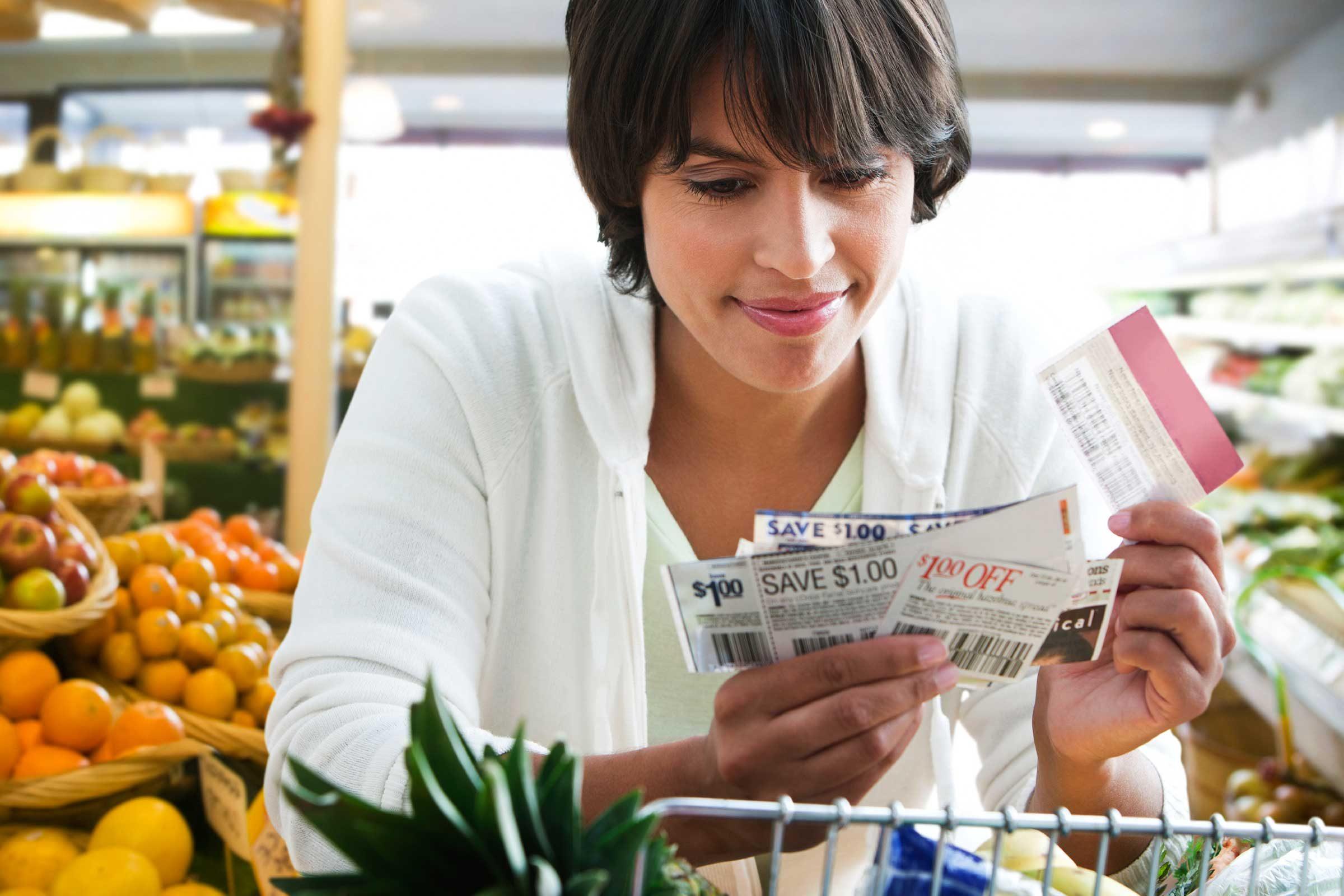 Les gens qui économisent de l'argent utilisent la coupons.