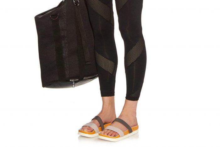 Des sandales Adidas par Stella McCartney alliant tendance et confort.
