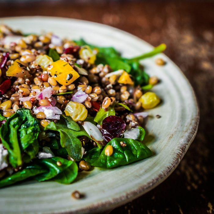 Une salade repas fait également partie de cette cure détox de 5 jours.