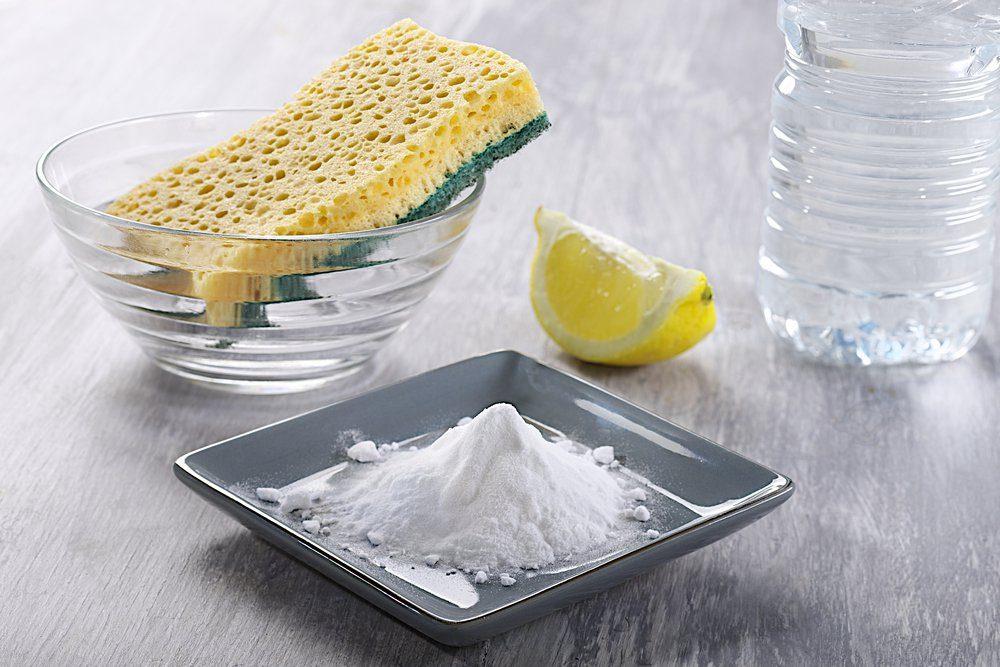 Enlever les taches de sueur avec du bicarbonate de soude.
