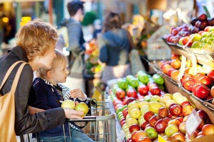 Essayez d'aller à l'épicerie le lundi ou le mardi plutôt qu'en fin de semaine.
