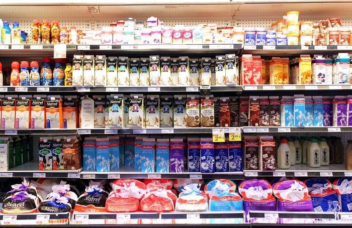 Le prix du lait d'épicerie.