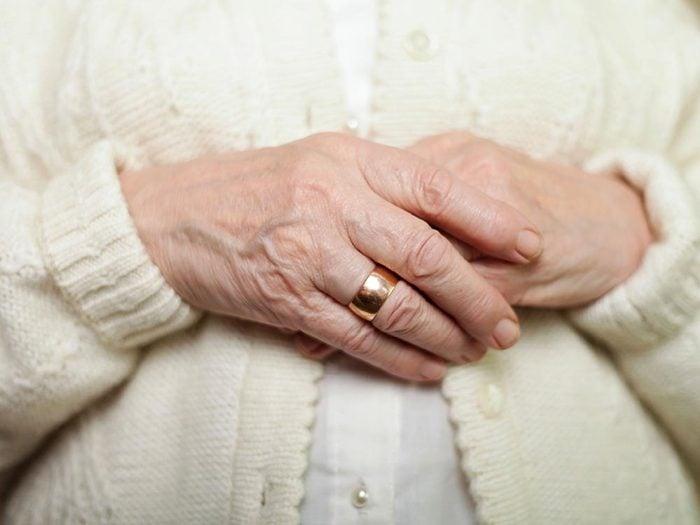 Les maladies prédites par les mains: l'arthrite.