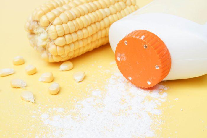 Nettoyer les taches de sang avec de la fécule de maïs