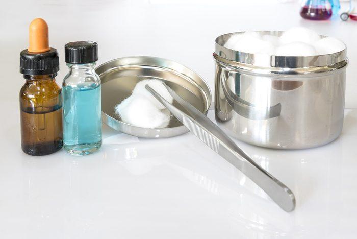 Nettoyer les taches de sang avec du peroxyde d'hydrogène