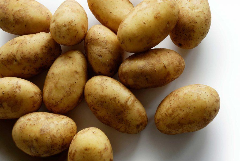 Ne jamais mettre les pommes de terre au réfrigérateur.