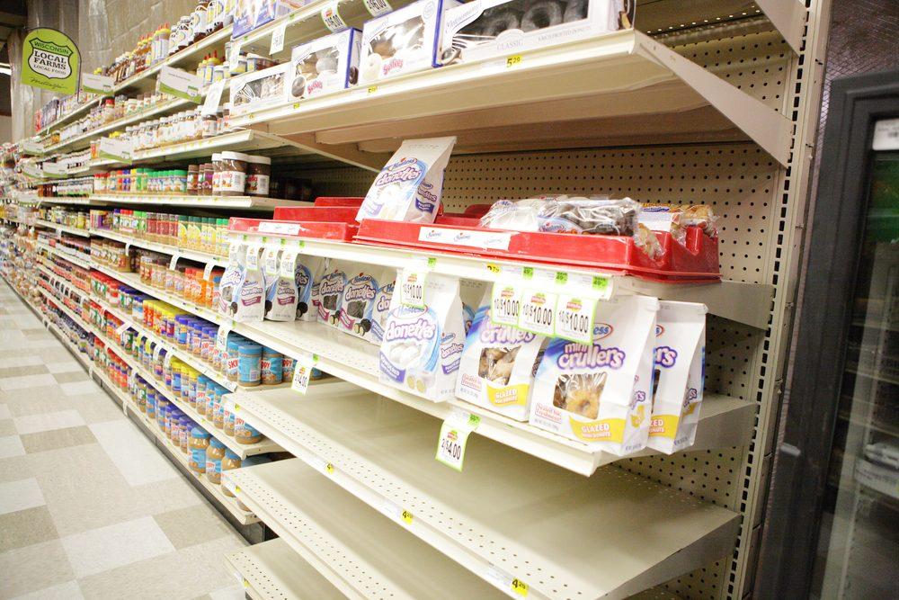 Si des produits manquent en épicerie, parlez-en au gérant.