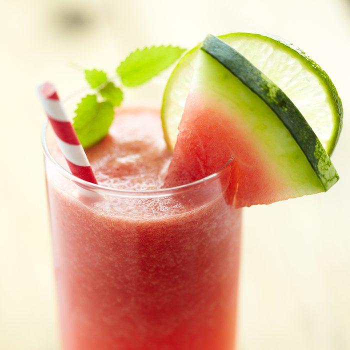 Un smoothie au melon d'eau et céleri pour maigrir
