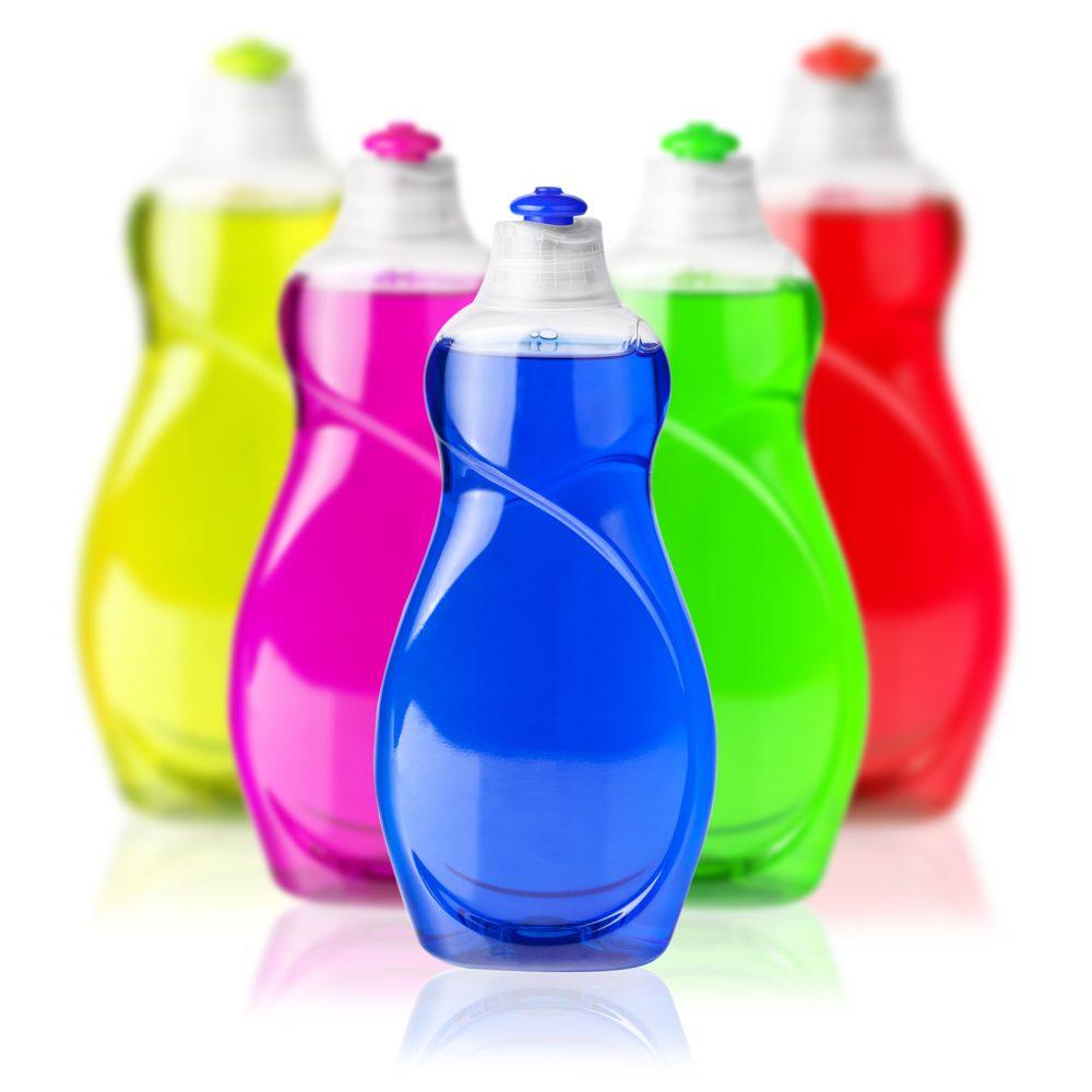 Pour effacer les taches de sueur, essayez le savon à vaisselle.