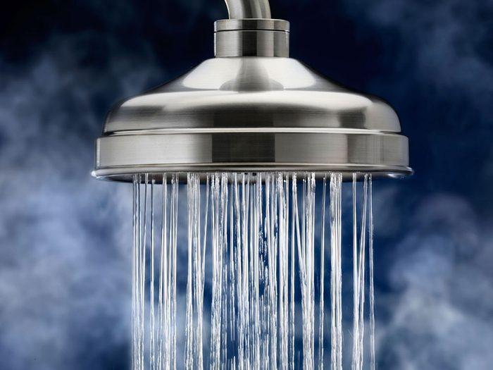 L'eauest trop chaude et vous passez trop de temps sous la douche.