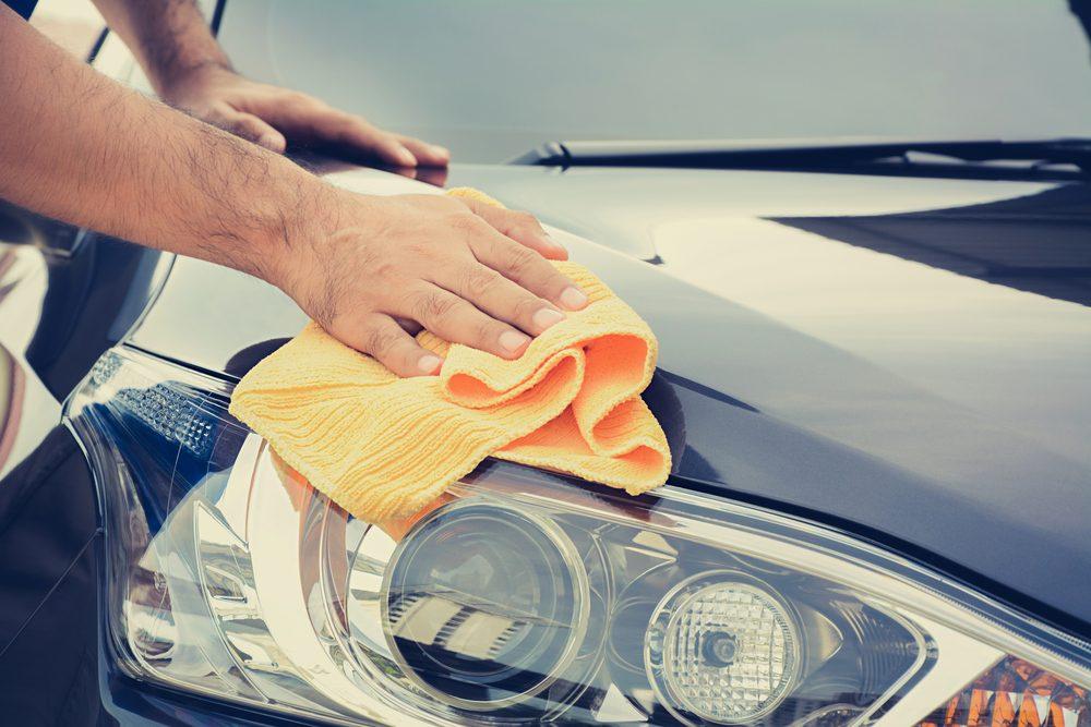 Utiliser le vinaigre pour nettoyer la voiture