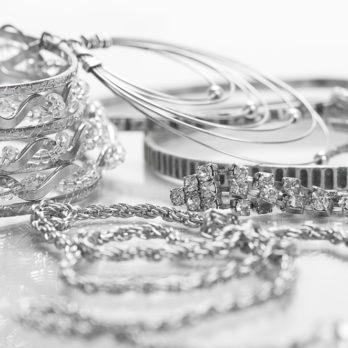 Comment nettoyer vos bijoux: 12 trucs maison miraculeux