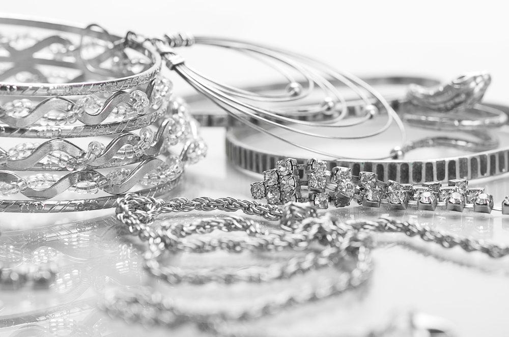 Comment nettoyer vos bijoux 12 trucs maison miraculeux 10 12 s lection - Trucs et astuces maison ...