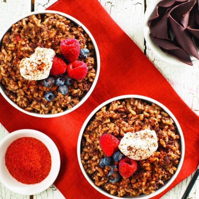 Pouding au riz chocolaté et au quinoa avec chili