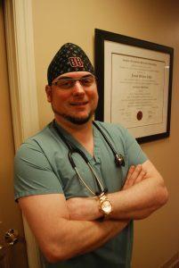 Dr. Coffey explique ce en quoi consiste le psoriasis, ses symptômes, risques et traitements disponibles.