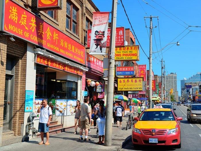 Le quartier chinois de Toronto est une attraction touristique importante.