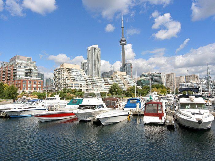 Parmi les attractions touristiques de Toronto, il y a le Waterfront.