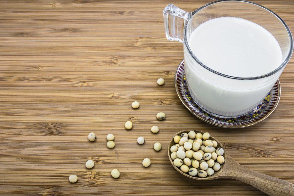 Parmi les aliments riches en phytoœstrogènes, on retrouve le soya et les graines de lin.