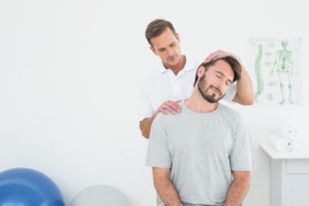 La chiropratique comporte des bienfaits et des dangers