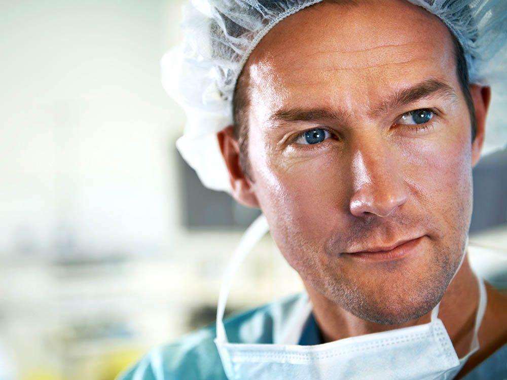 Secret de chirurgien: les risques figurant sur le consentement légal sont trop souvent pris à la légère.