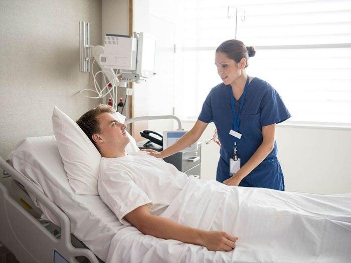 Assurez-vous que le chirurgien fera un suivi après l'opération.