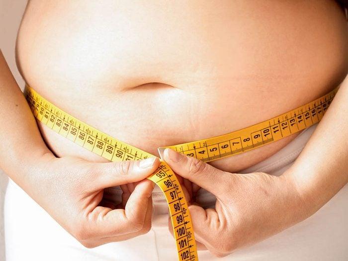 Les gens obèses posent problème au chirurgien.