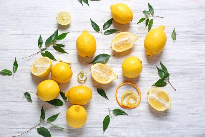 Truc maison pour la corne et les durcillons sous vos pieds: le citron.