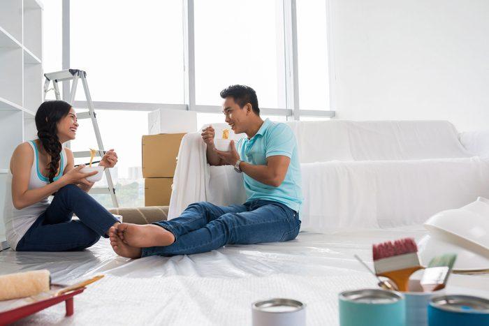 couple-heureux-apres-travail-passe-temps