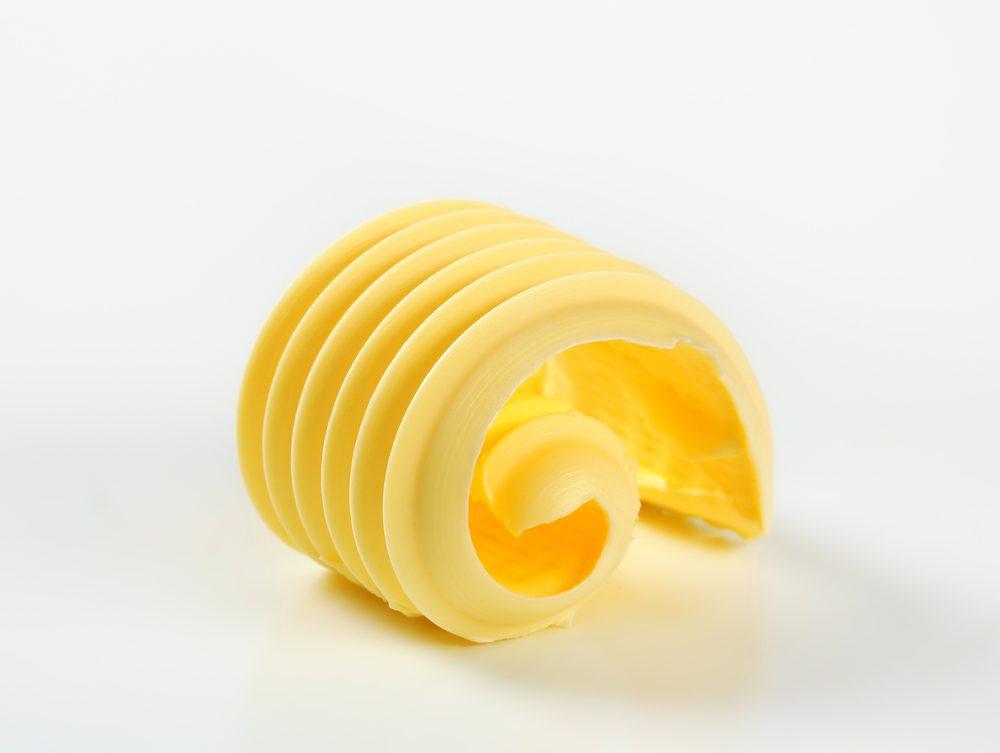 Faites disparaître les taches d'encre avec du beurre.