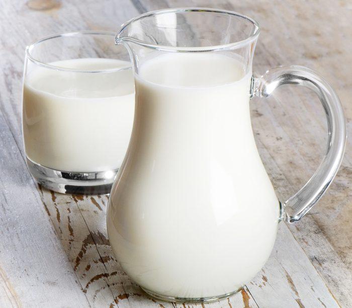 Le lait pour faire disparaître les taches d'encre.