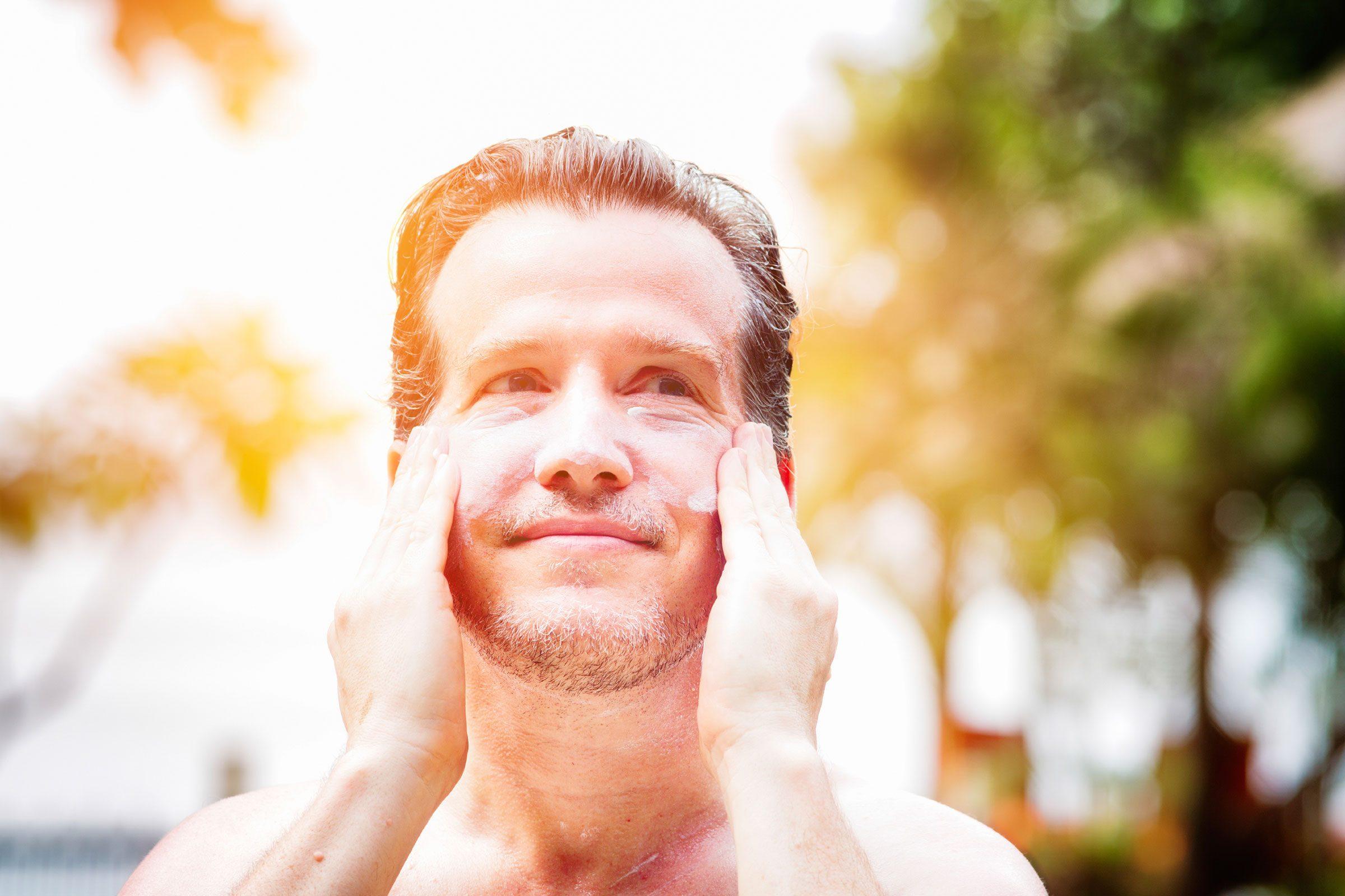 Utilisez de la crème solaire avec un FPS supérieur à 30 pour avoir une belle peau.