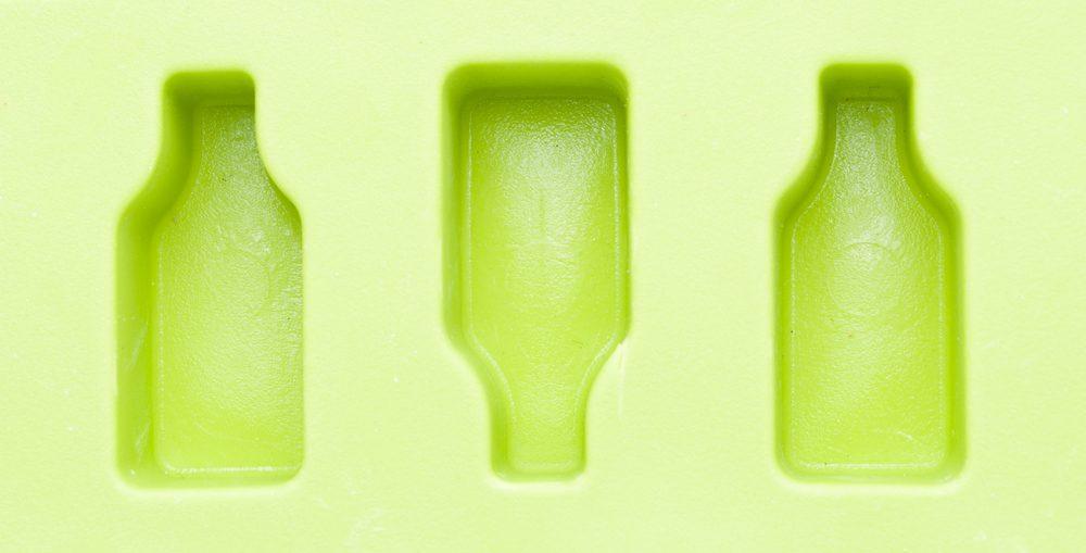 Nettoyez les bacs à glace avec du vinaigre.