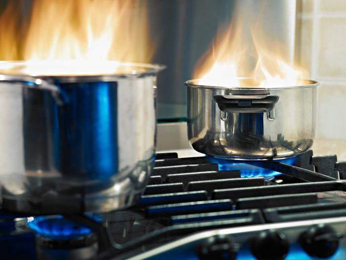 Utilisez du vinaigre pour contrer les odeurs de cuisine.