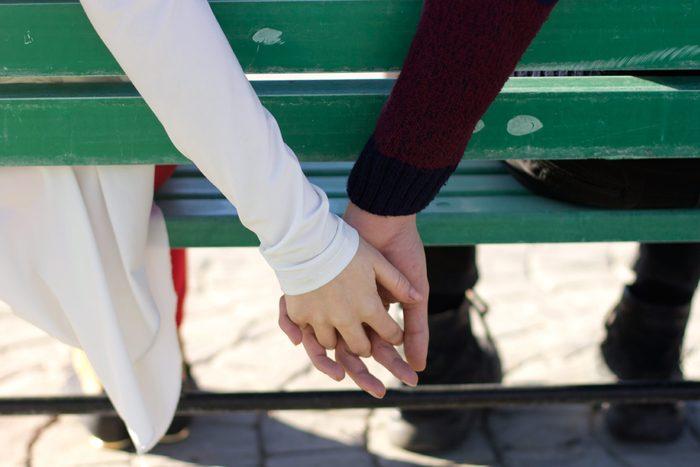 Indice que votre conjoint ne vous aime plus: il est moins affectueux.