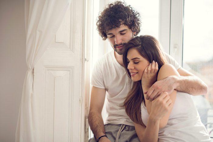 Indice que votre conjoint ne vous aime plus: moins de contact physique.
