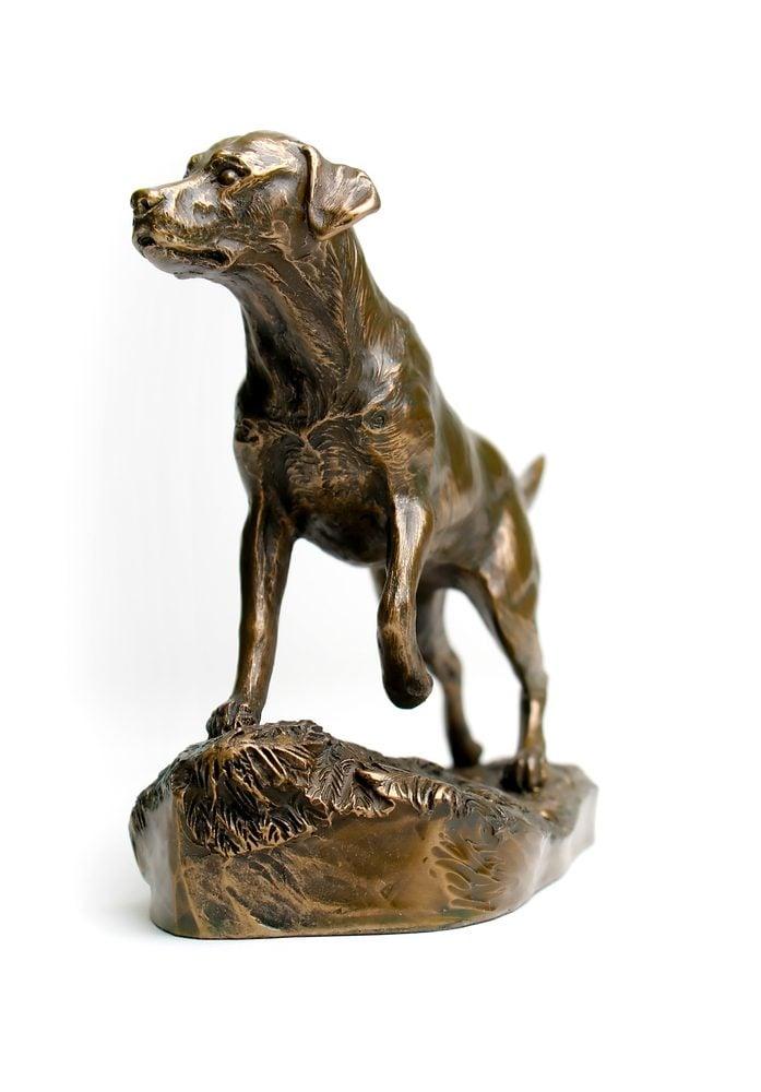 Le vinaigre est idéal pour polir et raviver vos bronzes et étains.
