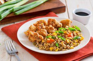 Riz frit et poulet croustillant