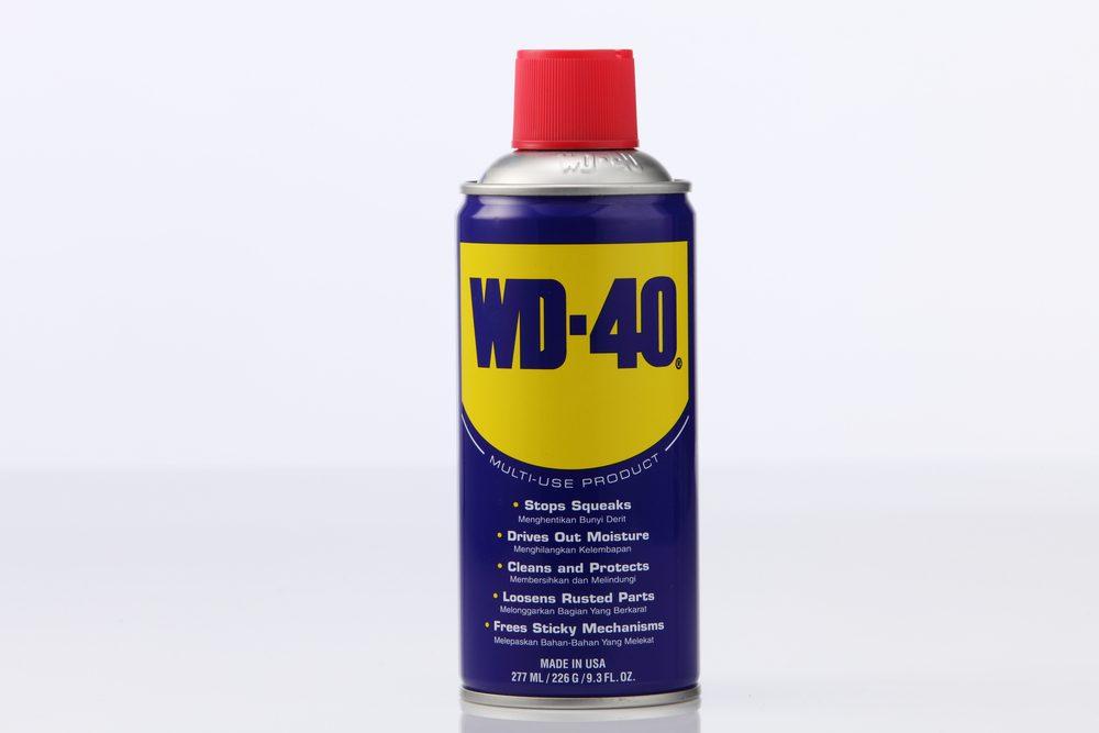 Le WD-40 est très efficace pour enlever les taches du tapis.