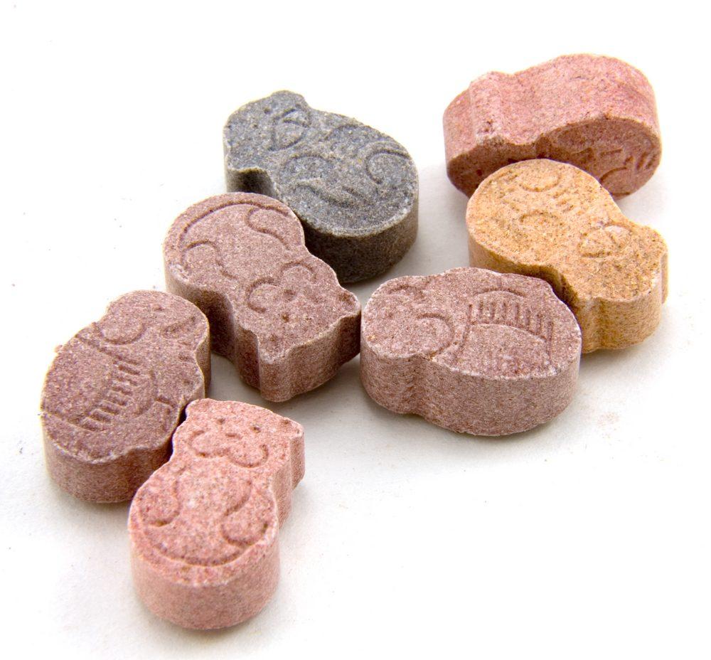Des suppléments alimentaires sous forme de tablettes.