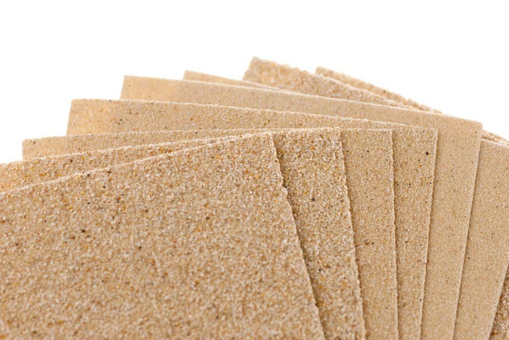 Papier sablé pour éliminer les taches d'encre