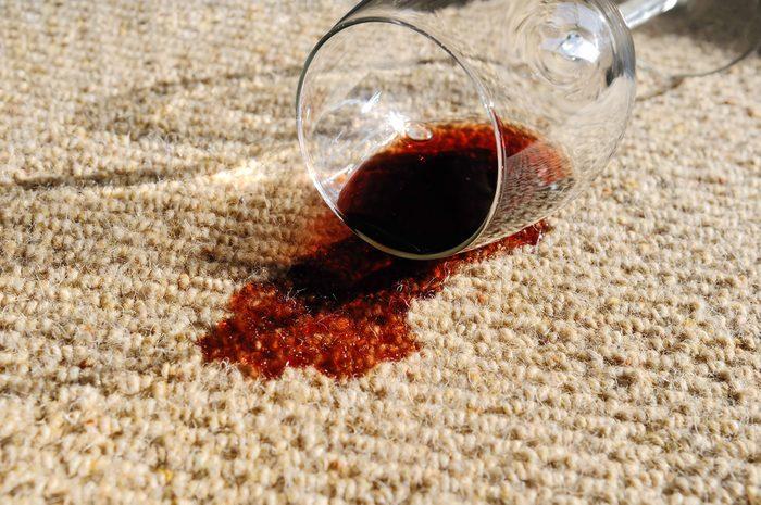 Utilisez du vinaigre pour enlever les tache sur vos tapis.