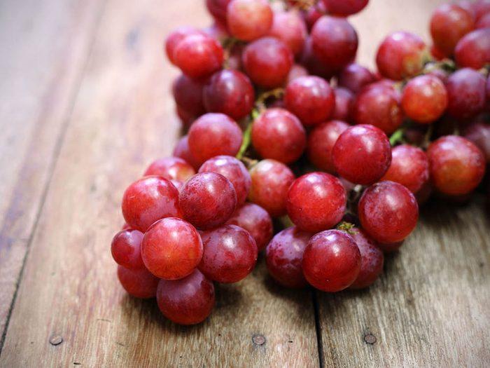 Pour avoir un ventre plat, consommez du raisin.