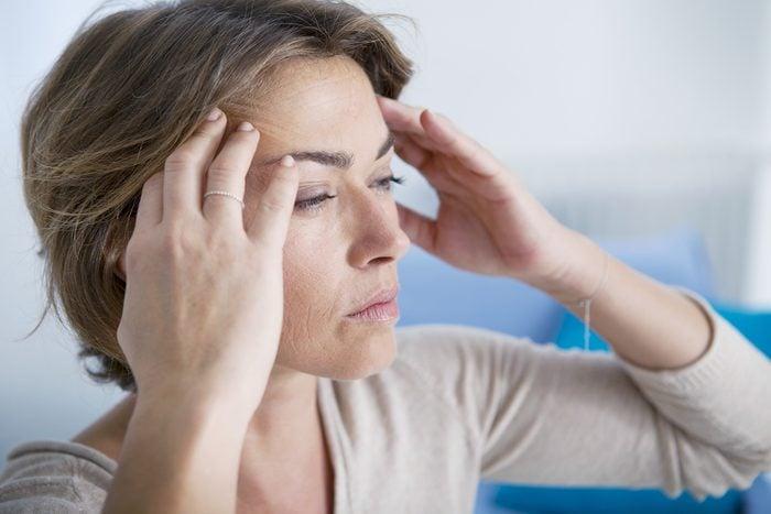 Les maux de tête parmi les symptômes de la leucémie.