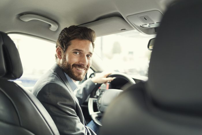 Une offre d'emploi ridicule pour les chauffeurs de taxi!